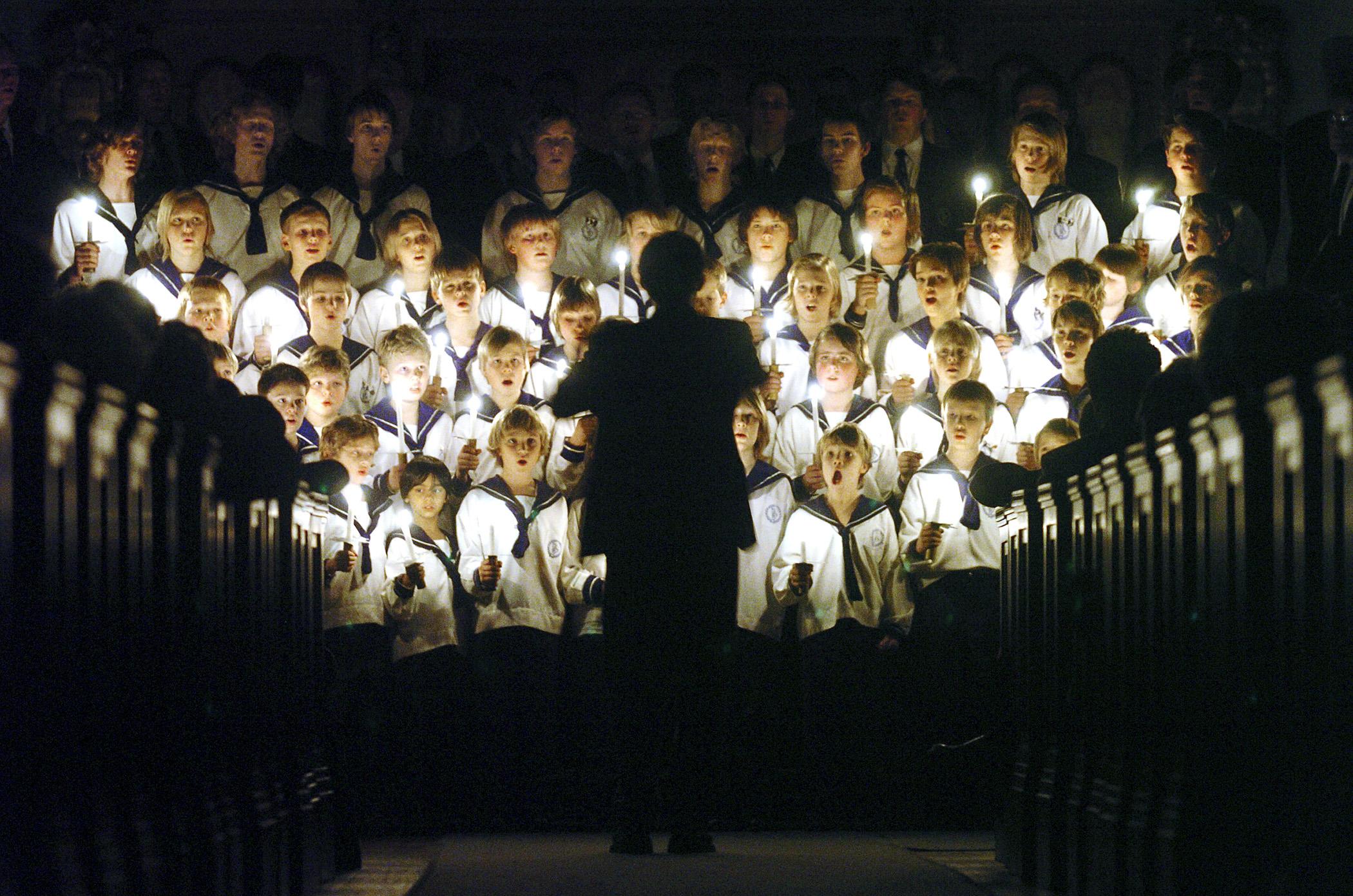 Sølvguttene konsert i Riis kirke desember 04. Foto Håvard Sæbø